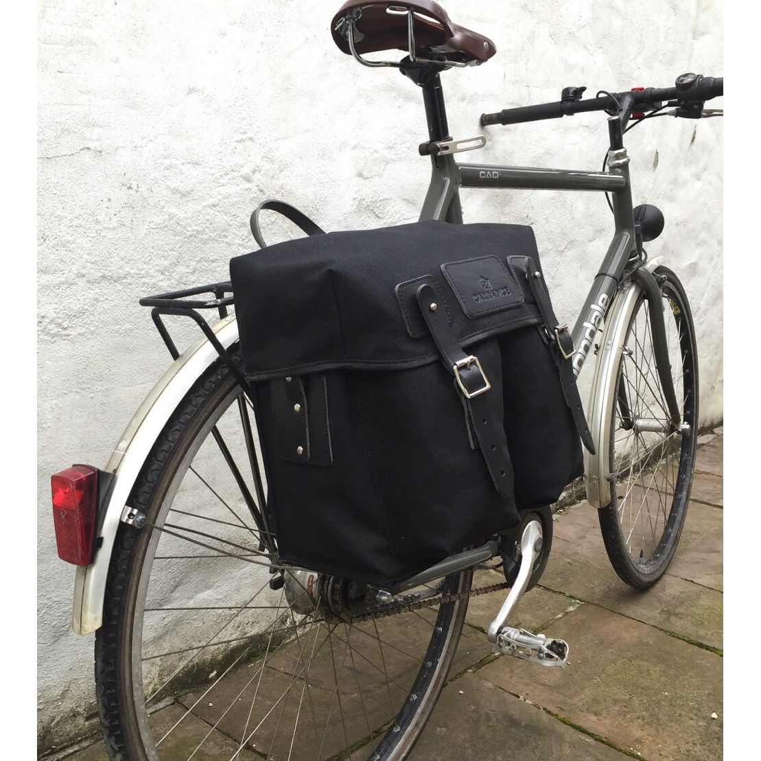 penrith black singles City classics penrith pannier - single £ 13000 the penrith pannier is a strong durable pannier which is 100% waterproof which makes sure all contents stay dry and.